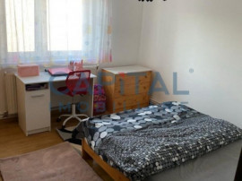Apartament cu 3 camere semidecomandat zona Plopilor