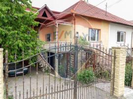 Casă / Vilă cu 5 camere de vânzare în zona Cetate