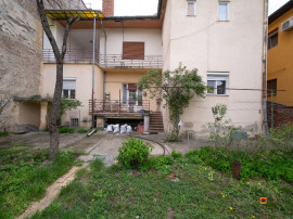 Casa parter plus spatiu comercial ( Piata Mica),teren 530mp