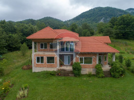 Casă / Vilă cu 5 camere de vânzare, Varmaga, comuna Ce...