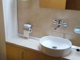 Inchiriez apartament 3 camere, etajul 1, Banu Maracine