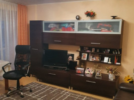 Mioveni, Apartament 3 camere confort 1 decomandat.