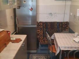Apartament 3 camere in zona Bulevard