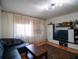 Apartament cu 3 camere de vânzare, zona Micalaca