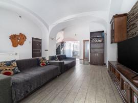 Apartament cu 5 camere de vânzare în zona Central