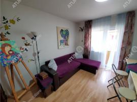 De apartament cu 3 camere si balcon in zona Milea