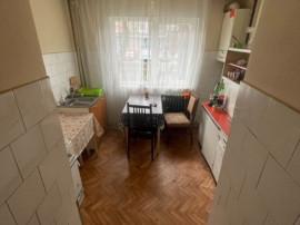 Victoriei, zona RFN, 3 camere, parter