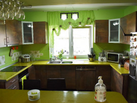 Casa 4 camere, 2 bai, loc de parcare si curte Vladimirescu