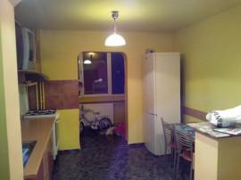 Închiriez apartament Apărătorii Patriei