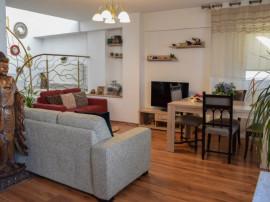 Apartament tip penthouse cu scara interioara