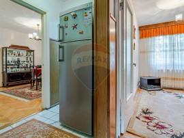 Apartament 3 camere semidecomandat zona Florilor