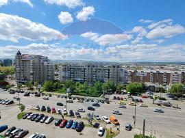 Apartament cu 3 camere de vânzare în zona 9 Mai