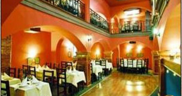 In fila Cetatii Istorice a Brasovului, Restaurant/ Club Priv
