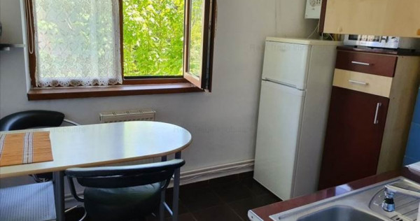 Garsoniera decomandata etajul 1 Zona Blumana,10A56