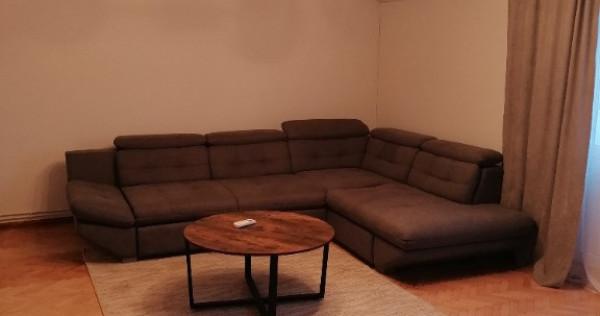 Închiriez apartament 3 camere cu loc de parcare Micalaca