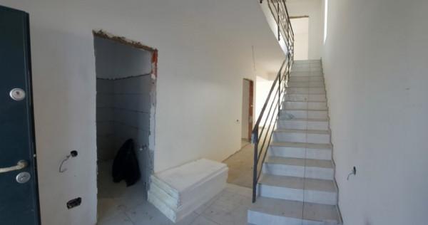 Complex privat de case single 4 camere, 2 bai si 2 placi, Br
