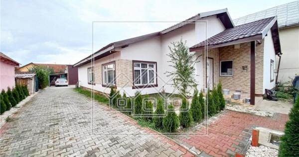 Casa individuala, cu 4 camere, 2 bai - hala - zona Barabant