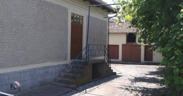 Gospodărie casa la 200 m de Mănăstirea Aninoasa, Argeș