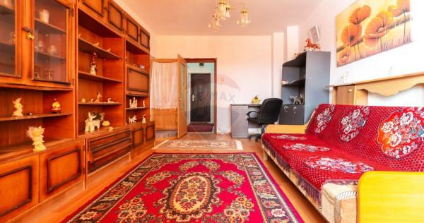 Apartament cu 3 camere de vânzare în Buhuși