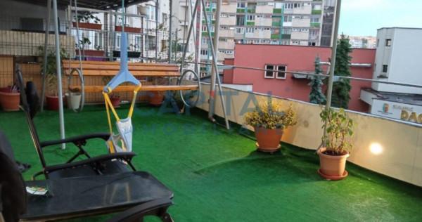 Inchiriere apartament 4 camere decomandat, cu terasa spatioa