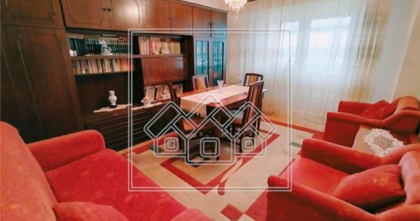 Apartament cu 3 camere si balcon - decomandat - Valea Aurie