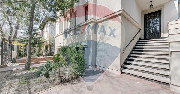 Vilă interbelica renovata 10 camere, curte, garaj-zona C...