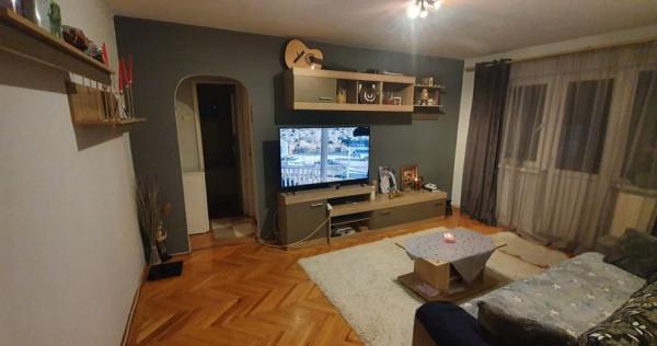 Apartament 3 camere etaj 2 zona Minerului