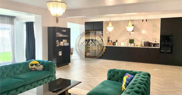Casa de cu 5 camere si living in Santandrei