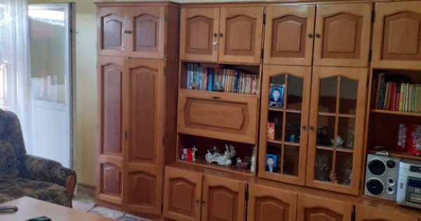 Mioveni, Apartament 3 camere Maxi-Taxi, Etaj 3.