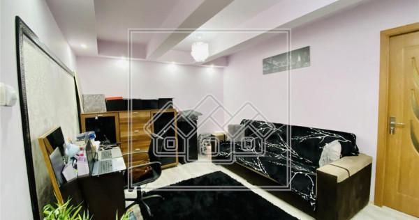 Apartament 2 camere la vila, zona centrala, Curte individual