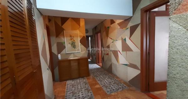 4 camere stil clasic - 2 grupuri sanitare - foisorul de foc