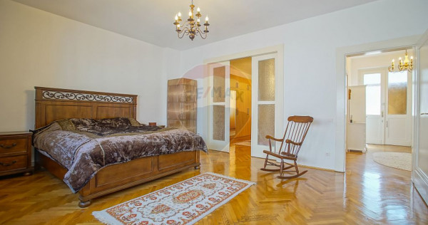 Apartament aparte si spatios de 3 camere, Centrul Istoric...