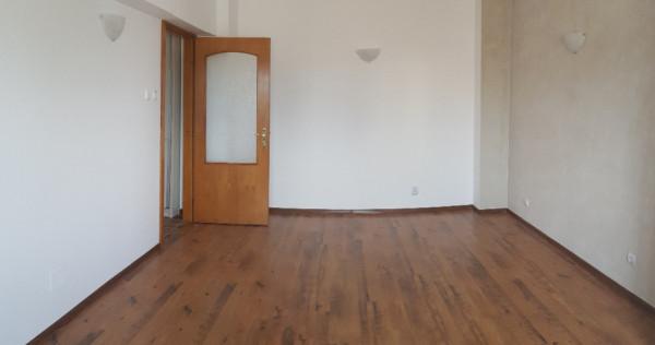 Apartament doua camere, nemobilat, central, renovat