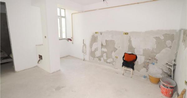 Apartament 3 camere, B-dul Bucuresti, etaj 4 cu acoperis (re