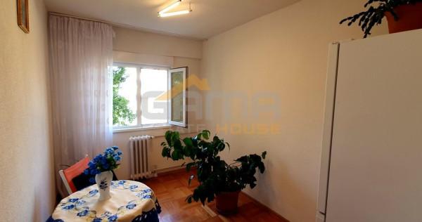 Apartament 4 camere, decomandat, 59 mp, zona Intim