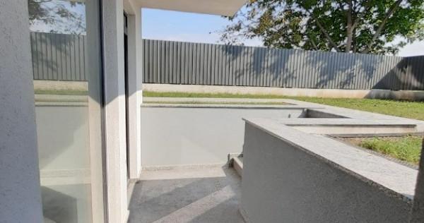 Spatiu comercial 81 mp, gradina 125 mp,1 loc parcare inclus