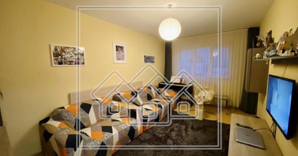 Apartament 3 camere - etaj 6/10 - balcon si pivnita