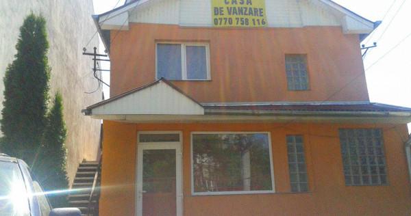 Casa cu etaj compuusa din 2-apartamente Velenta