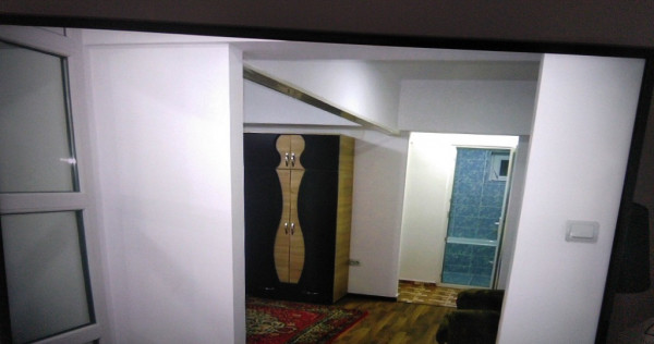 Inchiriez- Apartament 2 camere in Piata Centrala KM 0