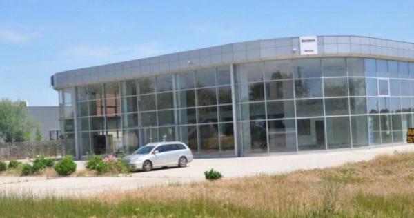 Licitatie.- Hala - Showroom si Service Auto + 17.900mp teren