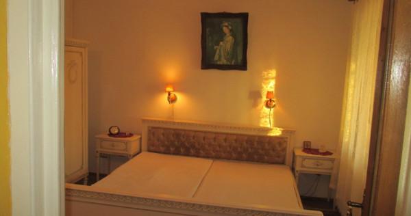 Oradea- ultracentral (Centru Civic) apartament 4 camere