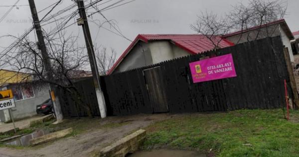 Casa la strada principala in localitatea 1 Decembrie
