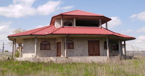 Vila si teren de 3000 mp in Matca