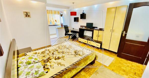 Garsoniera decomandata, situata la etaj intermediar/Vasile M