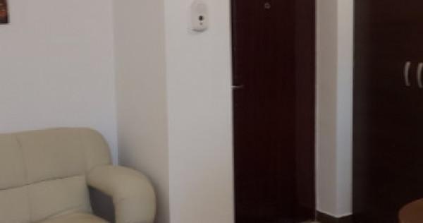 Închiriez apartament 2 camere str. Galata