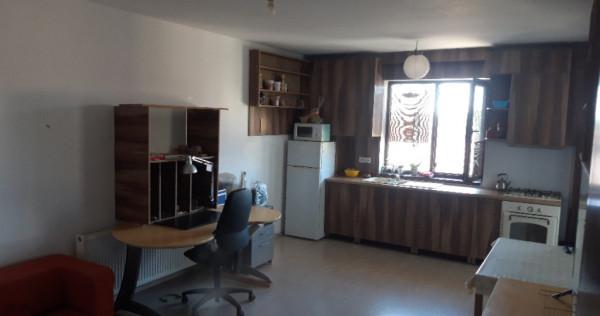Apartament 2 camere , parcare Nord Est
