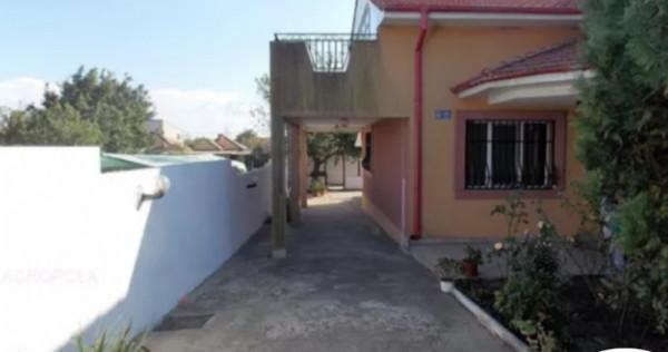 Vila 7 camere, teren - 440 mp Valu lui Traian Central