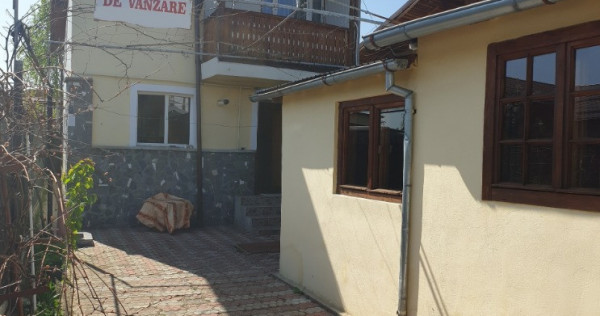 Casa in Campina,ultracentral,an 2004,P+E,teren 142 mp !