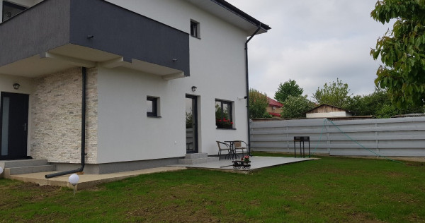 Casa 3 camere cu etaj, zona Horpaz
