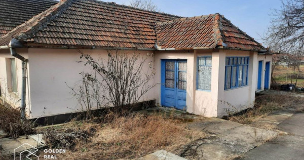 Casa din caramida, 3 camere, la poalele dealului, localit...